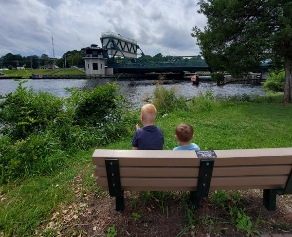 Children enjoying the view of Great Bridge Bridge from Great Bridge Battlefield