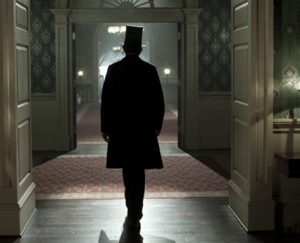 Lincoln Walking Away 700 x 385