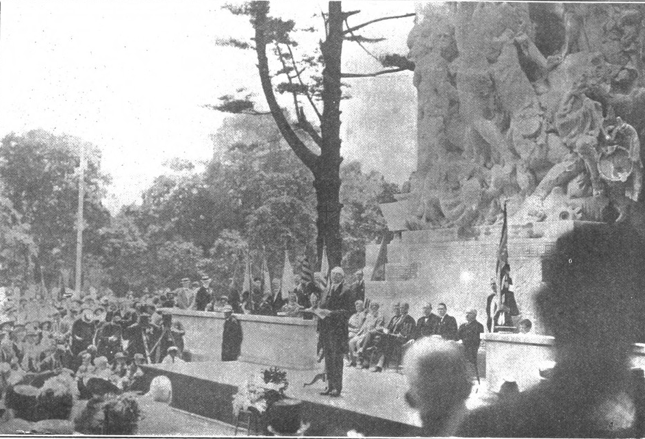 President Harding dedicating the Princeton Battle Monument