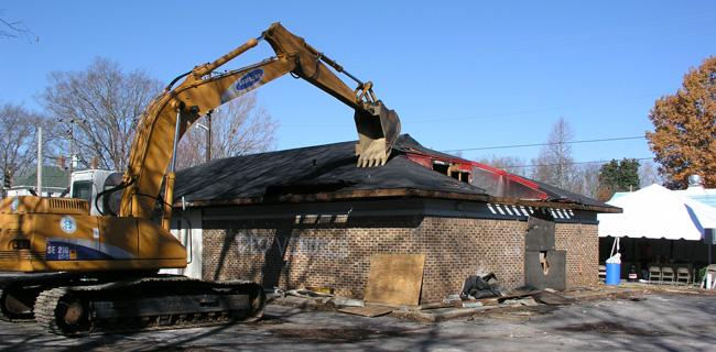 Demolition of the Pizza Hut on the Franklin Battlefield (2005)