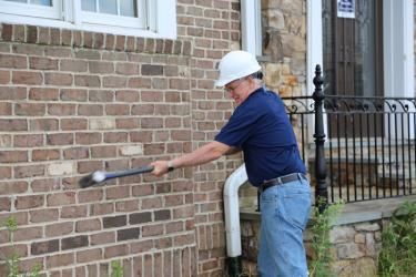 Jim Lighthizer swings a sledgehammer
